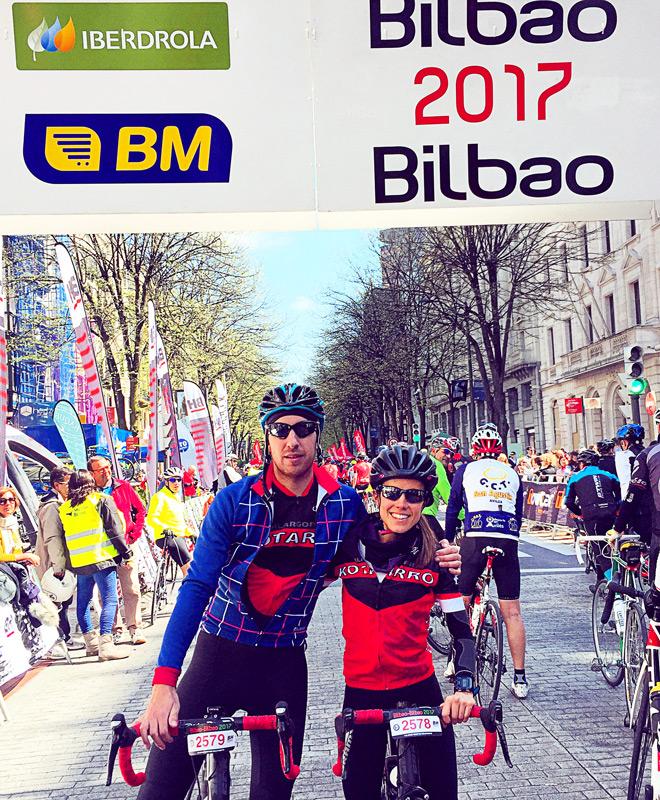SENCILLO BIKES cicloturista Bilbao 2017 Marta en meta