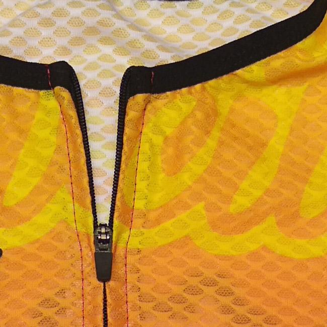 maillot ciclismo sencillo bikes ultradistancia detalle cremallera